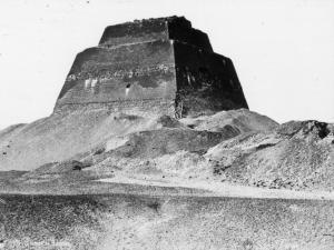 Huniho pyramida, kterou nechal dokončit Snofru