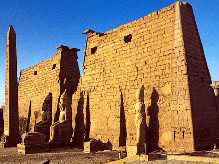 První pylon v Luxoru