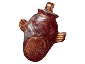 Přívěšek ze slitiny mědi ve tvaru srdce se jménem Amasie (období Nové říše)