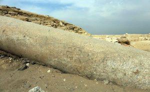 Sloup z červené žuly přinesl odpověď na otázku, kdo byla majitelka pyramidového komplexu v jižní Sakkáře - FOTO: Mohamed Megahed