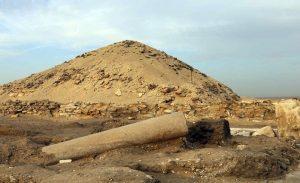 Sloupy z červené žuly bývaly součástí památníků egyptských králů, v komplexu královny Staré říše jsou však zcela neobvyklé - FOTO: Mohamed Megahed