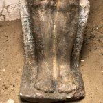 Spodní část sochy, detail (c) Český egyptologický ústav FF UK