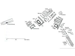 Plánek archaického královského hřbitova a pohřebiště B v Umm el-Kábu poblíž Abydu (Abedžu). Nalevo se nachází nejmladší hrobka této skupiny (Chasechemueje z 2. dynastie)