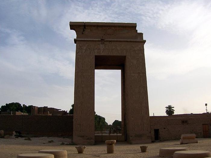 Brána Ptolemaia III. v Karnaku