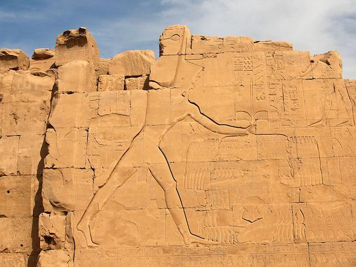 Sedmý pylon v Karnaku