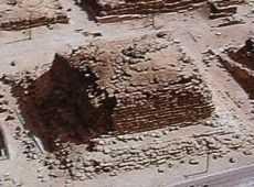 satelitní pyramida