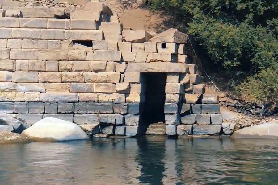 Asuán - nilometr na ostrově Elefantina