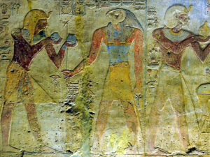Ramesse II. obětuje Horovi