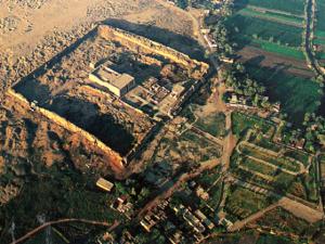 Letecký pohled na chrám bohyně Hathor v Dendeře