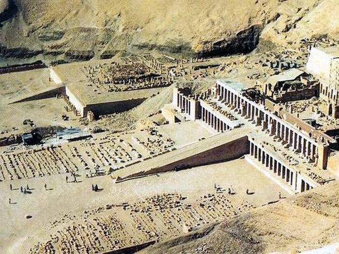 Terasovitá hrobka Mentuhotepa II.