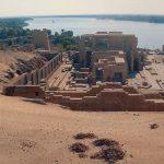 Chrám v Kom Ombo má neobvyklý – dvojstranně symetrický – plán.