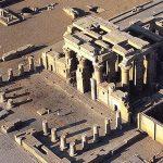 Stavbu chrámu zahájil Ptolemaios VI. a byla dokončena za vlády Ptolemaia XII.
