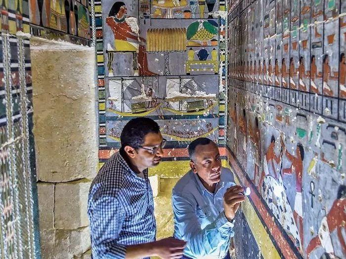 Chuyho hrobka - Mohamed Megahed při výzkumu; zdroj: Profimedia