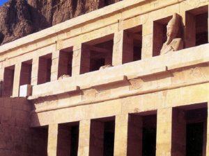 Zádušní chrám Hatšepsut v Dér el-Bahrí