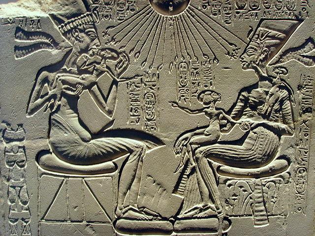 Achnatonova náboženská reforma byla dílem Achnatona a Nefertiti