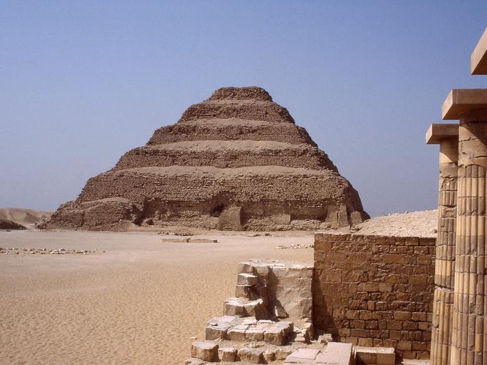 Imhotep, stavitel stupňovité pyramidy