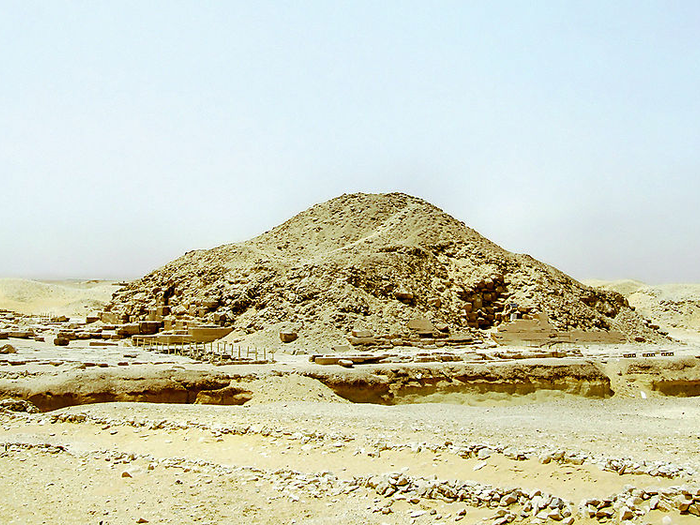 Venisova pyramida v Sakkáře