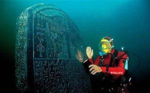 Herakleion - stéla s hieroglyfy pod hladinou moře; Photo: Christoph Gerigk