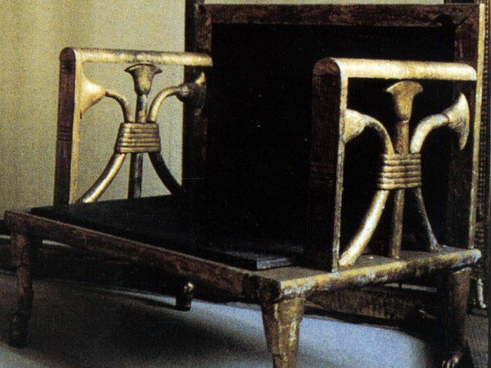 Hrobka královny Hetepheres v Gíze - Křeslo, které bylo součástí pohřební výbavy Snofruovi manželky.