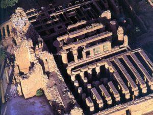 Sloupová síň postavená Amenhotepem III.