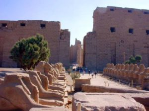 Alej sfing v Karnaku (Ipetisut)