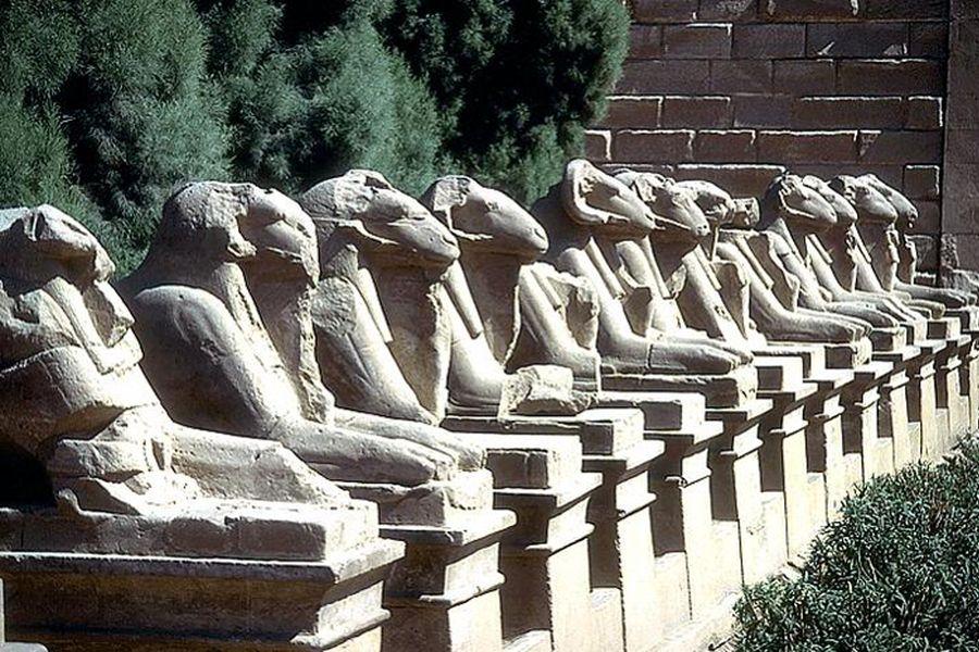 Alej sfing v Karnaku