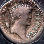 Stříbrný denár představující Kleopatru - z roku 32 př.n.l.
