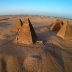 Hrobky kušitských králů na nekropoli El Kurru - po vzoru starověkých Egypťanů začali stavět pyramidy, byť trochu odlišné.
