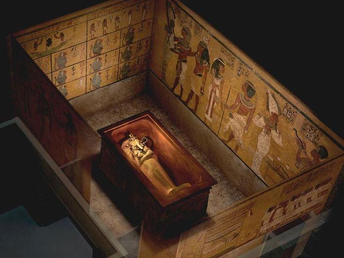 Pohřební komora Tutanchamonovy hrobky KV62