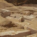 Základna pyramidy princezny Hatšepsut v Dahšúru