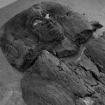 Antropoidní rakev princezny Hatšepsut. Antropoidní rakve se používaly od Střední říše.