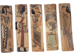 Pět barevných glazovaných dlaždic z paláce Ramesse III. v Medínit Habu (Džametu) zobrazující jeho nepřátele. Zleva: Syřan, Núbijec, Beduín, Šasu a Chetit.