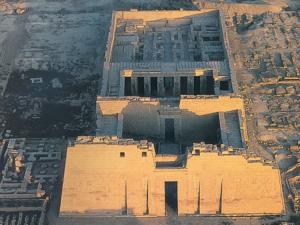 Zádušní chrám v Medínit Habu.