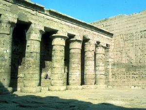 Nádvoří chrámu Ramesse III.
