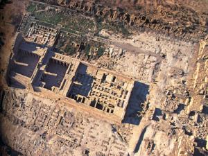 Letecký pohled na chrám Ramesse III. v Medínit Habu.
