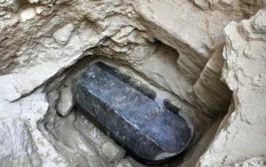 Sarkofág z černé žuly; Zdroj: Ministry of Antiquities/Facebook