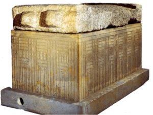 Vápencový sarkofág nalezený v Abú Rawáš pochází ze Staré říše.