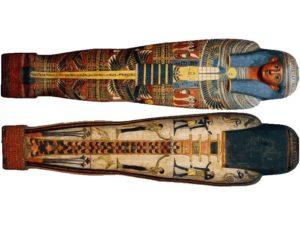 Přední a zadní strana rakve správce pečeti Amenemineta, který žil v období vlády 25. dynastie. Rakev je z malovaného lepeného plátna zdobeného štukem.