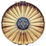 Pohár Vendžebauendžeda (zlato a barevná skelná pasta; průměr 15,5 cm; výška 4,6 cm)