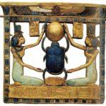 Pektorál Amenemopa (zlato a lazurit; výška 9,8 cm; šířka 10,6 cm)