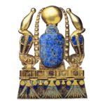 Pektorál Šešonka II. (zlato, lazurit zelená a červená fajáns; výška přívěsku 7 cm; šířka přívěsku 5 cm)