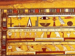 Na stěnách dvou do sebe vložených Sopiho rakví je zachyceno vše, co by mohl zesnulý potřebovat v záhrobí.