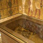 Zlatá maska z 10kg a zlatá rakev z 90kg zlata - asi nejznámější z pohřební výbavy