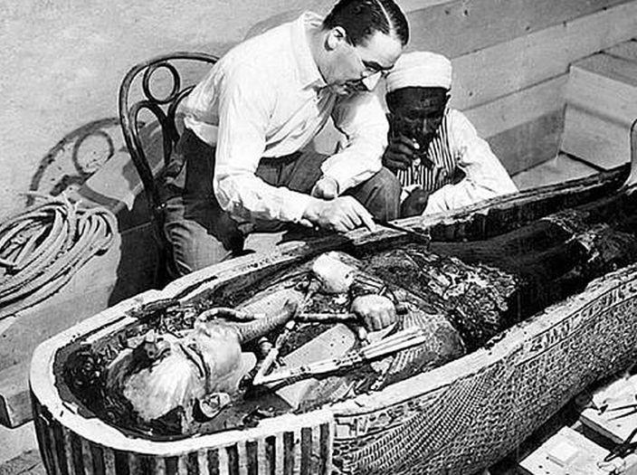 Howard Carter u mumie Tutanchamona